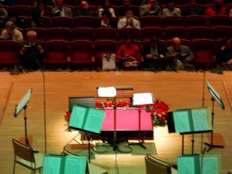 s-サントリー・ホール 舞台後方客席から02.jpg