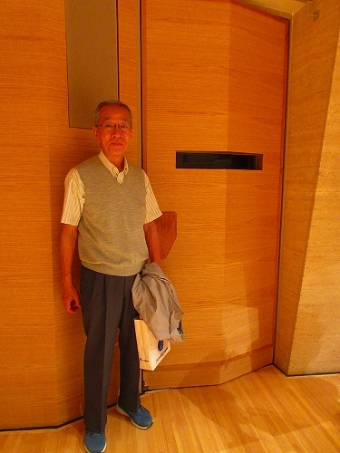 s-サントリーホールで遊ぼう・ステージ上手入口.jpg