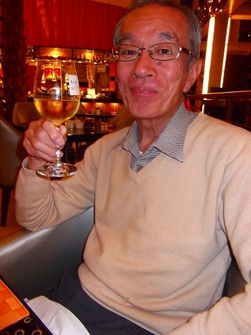 s-シェラトン・グランデ・トーキョーベイ・ホテル 夕食、ワインで乾杯.jpg