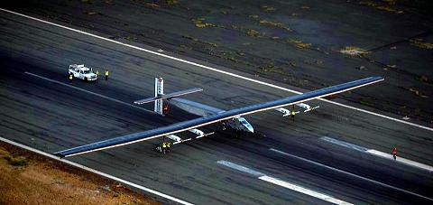 s-ソーラー・インパルス2 ハワイ到着01.1.jpg