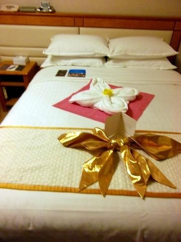 s-ベッドのお祝い飾り01.jpg