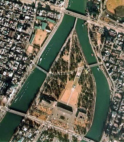 s-広島平和記念公園 1974年.jpg